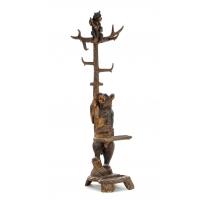 Porte manteau en bois sculpté de Brienz