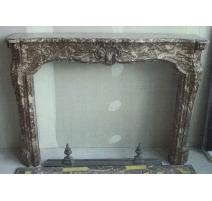 Cheminée Louis XVI en marbre rouge veiné blanc