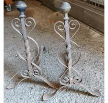 Paire de chenets en fer forgé boule en laiton