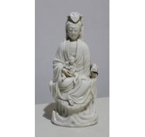 Femme à l'enfant en blanc de chine