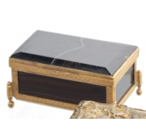 Petite boîte en agate et bronze doré
