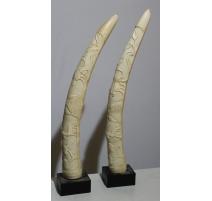 Paire de défenses d'éléphant sculptées