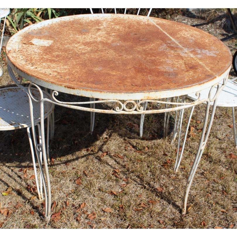 Table ronde en fer forgé blanc