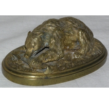"Bronze ""Bear eating salmon"", u"