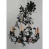 Lustre en tôle peinte avec fleurs en porcelaine