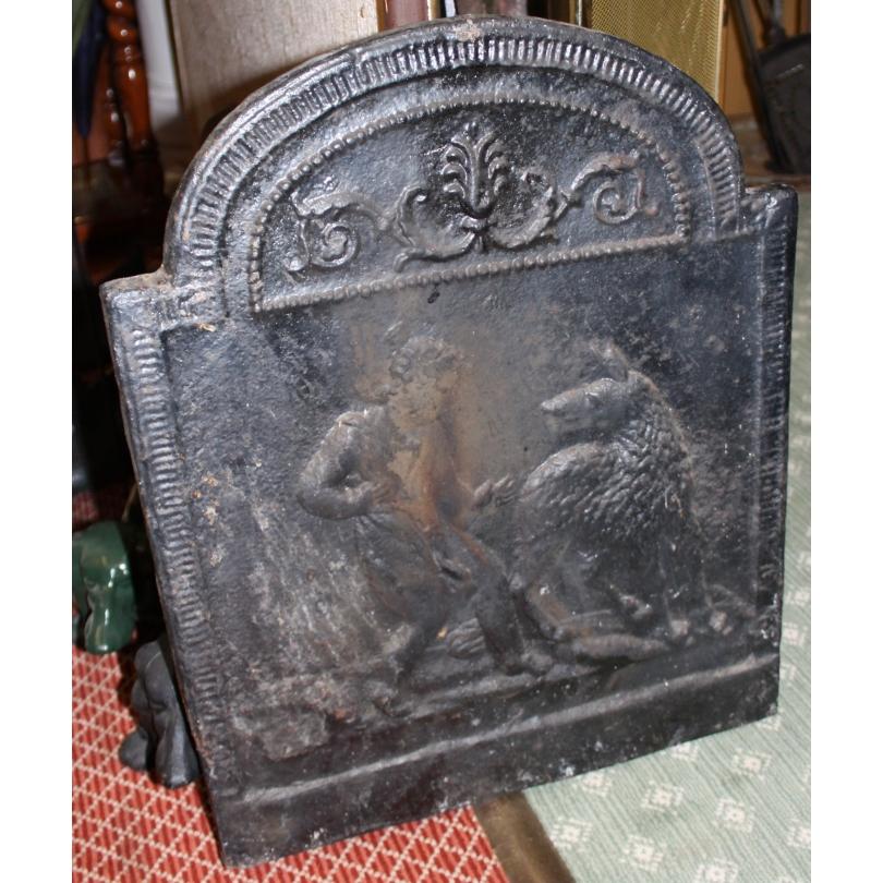 """Plaque de cheminée """"Chérubin et chien"""""""