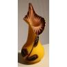 Vase en pate de verre jaune décor violet