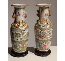 Paire de vases en porcelaine de Canton