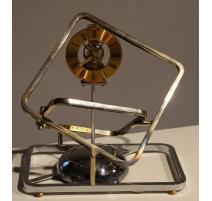 Pendule en fer à quartz par Jean KAZÈS
