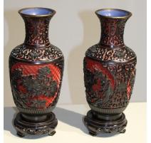 Paire de vases en laque de cinabre rouge et noir