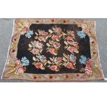 Tapis Kilim décor roses sur fond noir