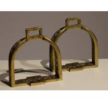 Paire d'étriers en bronze ajouré