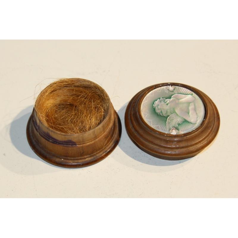 petite boite ronde en bois avec m daillon en nacre. Black Bedroom Furniture Sets. Home Design Ideas