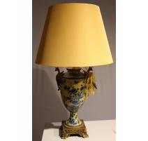 Lampe en porcelaine jaune bleu