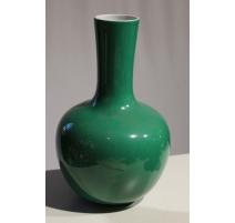 Vase en porcelaine verte