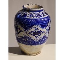 Vase iranien en céramique à décor bleu
