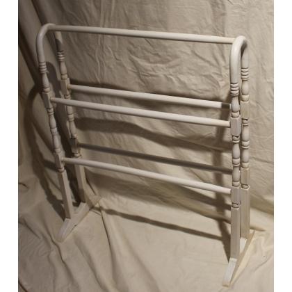 Porte-linges en bois tourné laqué blanc
