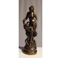 """Bronze """"La Bienfaisance"""" signé Math MOREAU"""