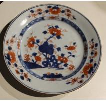 Assiette en porcelaine décor arbuste