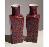 Paire de vases carrés décor fleures bleues