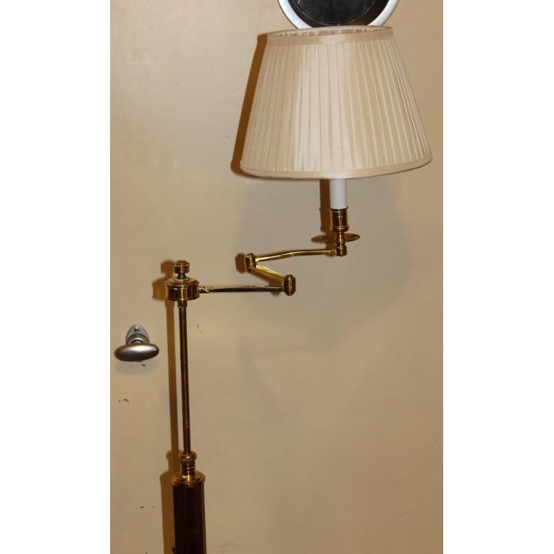 lampe en acajou et laiton abat jour beige pliss moinat. Black Bedroom Furniture Sets. Home Design Ideas