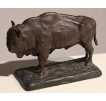 Bison en bronze signé E. LEVI