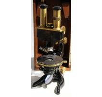 Microscope binoculaire par LEITZ avec plateau XY