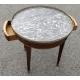 Table bouillotte en acajou et moulures en laiton