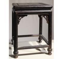 Selette chinoise carrée en bois noirci