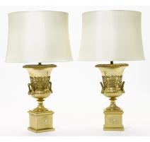 Paire d'urnes en bronze montées en lampes