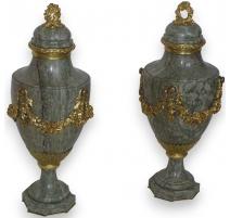 Paire de vases Louis XVI.