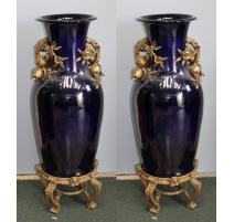 Paire de vases monumentaux en porcelaine bleue