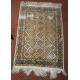 Tapis en soie, formes géométriques et fleurs