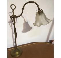 Lampe en laiton avec tulipe en verre dépoli