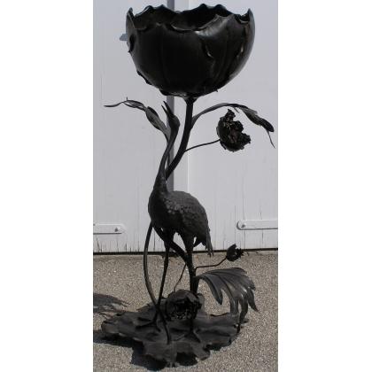 Jardinière avec oiseau.