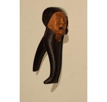 Casse noix en bois sculpté Vieillarde
