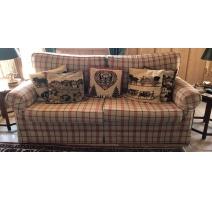 Canapé confortable, tissus à carreaux