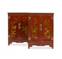 Paire de petits cabinets chinois en bois laqué