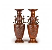 Paire de vases en bronze japonais anses lingzhi