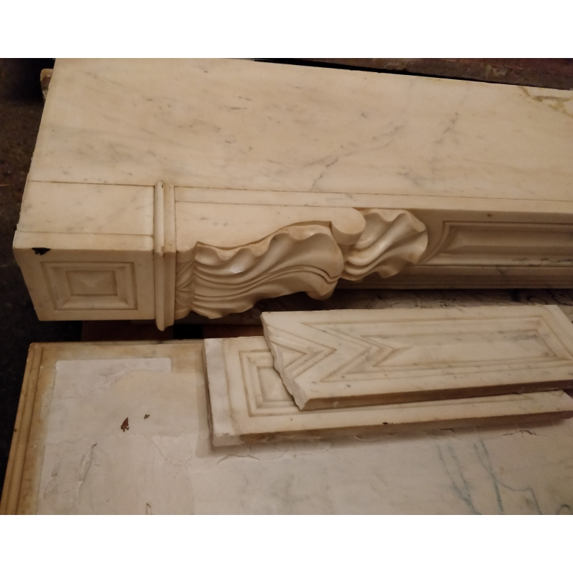 Cheminée style Louis XVI en marbre blanc