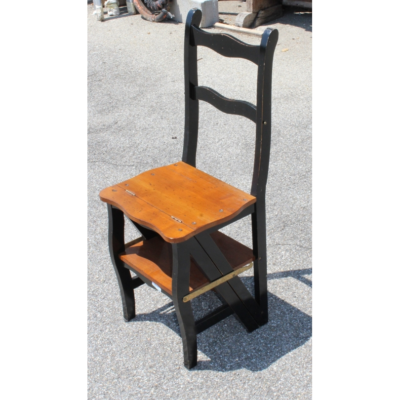 Chaise escabeau en merisier teinté