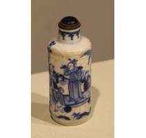 """Snuff bottle en porcelaine bleu blanc""""Personnages"""""""