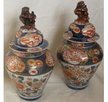 Paire de vases avec couvercles