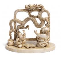 Okimono en ivoire représentant un dragon en vol