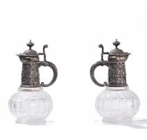Paire de décanteurs à vin en cristal taillé