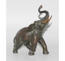 Elephant en bronze signé sous la patte