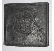 """Plaque de cheminée """"Armoiries"""" datée 1776"""