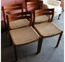 Suite de 4 chaises danoises en teck