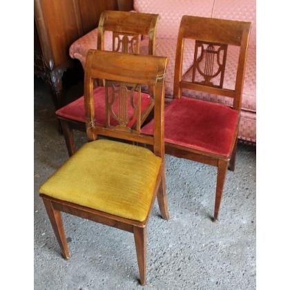 Suite de 3 chaises Directoire dossier lyre
