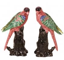 Paire de perroquets verts et rose en porcelaine